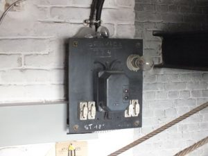 Plaques de support d'éléments électriquescontenant de l'amiante