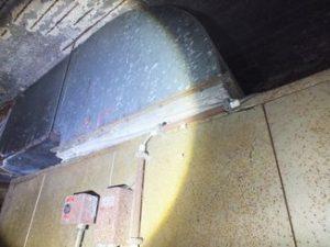 Toile isolante contenant de l'amiante sur des gaines de ventilation