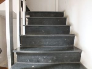 Escalier avec marches en Massal (amiante)